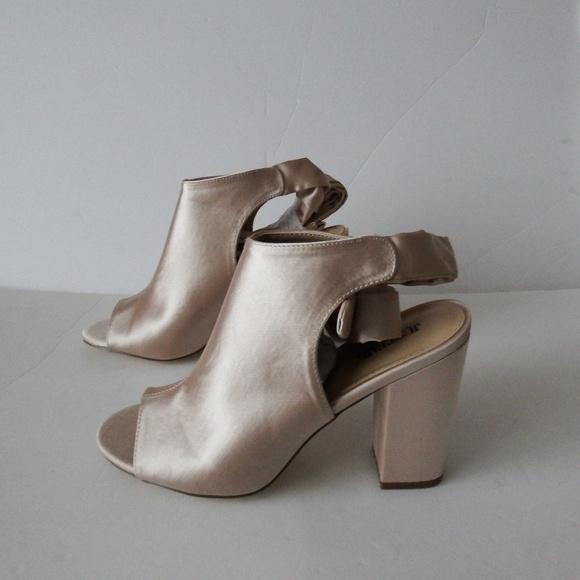 075c7d3e4 JustFab Shoes | Nib Nude Chunk Heel Peep Toe Bootie 10 | Poshmark
